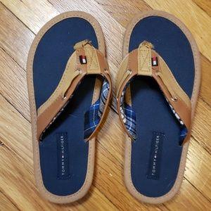 NWOT Tommy Hilfiger Boys sandals size 13/1 US